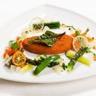 Escalope de poulet pané classique farandole de légumes condiment d'une grenobloise