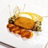 Escalope de poulet pané façon Cordon Bleu sauce diable légumes grillés et pommes gaufrette