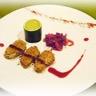 Escalopes de foie gras au sésame grillé délice de courgette et compote d'oignon cassis