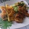 Filet de poulet pané frites et salade