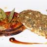 Filets de daurade en croûte d'herbe et roquefort aux épices aubergines permigiana aveyronnaise