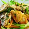 Filets de lapin marinés et légumes au wok