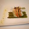 Filets de sole farcis asperges vertes glacées au parfum d'orange brochette de crevettes gingemb...