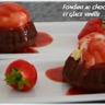 Fondant au chocolat coulis de fraises et glace vanille
