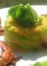 Gambas sautées au basilic et riz safrané en robe de tagliatelles de courgettes