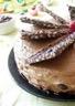 Gâteau au chocolat framboises mûres croquant au chocolat et au riz soufflé