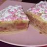 Gâteau de crêpes à la fleur d'oranger et à la fraise