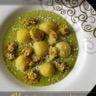 Gnocchis de pommes de terre à la semoule avec son velouté de petits pois et crumble parmesan pistache