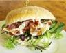 Hamburger au fromage de chèvre tomate et bacon