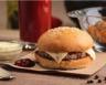 Hamburger aux galettes de pommes de terre et raclette