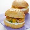 Hamburger de crevettes roses au curry dés de mangue et St Môret
