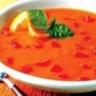 La soupe de tomates avec des pommes de terre