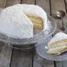 Layer cake moelleux à la noix de coco