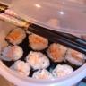 Makis-sushis filet de saumon chaud et huile d'olive citron