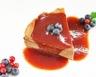 Mille-feuille de crêpes au chocolat et coulis de fruits rouges
