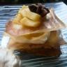 Mille-feuille de mousse chocolat blanc et pommes caramélisées
