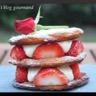 Mille-feuilles aux fraises et à la crème légère à la rose