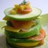Mille-feuilles pomme verte avocat mangue et saumon fumé