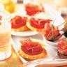 Mini-feuilletés au jambon sec tomates grillées et copeaux de fromage de chèvre