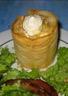 Mousse de chèvre poires caramélisées au miel et pignons de pin