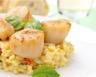 Noix de Saint-Jacques à la plancha risotto à l'huile de truffe et wok de légumes du sud