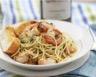 Nouilles chinoises et crevettes sautées à l'ail et coriandre