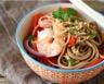 Nouilles sautées aux crevettes et aux légumes