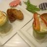 Oeuf cocotte en verrine à la crème de petit pois et chips de lard fumé