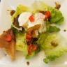Oeuf poché au poivron et salade fraîcheur