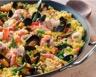 Paella sucrée-salée ananas chorizo et fruits de mer