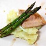 Pavé de thon purée aux oignons nouveaux & ses asperges vertes grillées