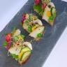 Petite tartine acidulée au caviar de courgette légumes de saison et copeaux d'Ossau-Iraty
