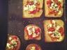Petites tartines d'été en poivronnade et fromage de chèvre