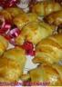 Petits croissants au foie gras et confit d'oignons
