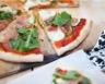 Pizza aux courgettes pesto roquette et jambon cru