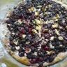 Pizza aux fruits rouges et au chocolat blanc