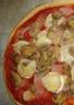 Pizza aux jambon chèvre et champignons