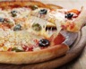 Pizza rapide et facile au jambon tomates fromage olives
