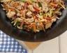Poulet aux légumes et curry en wok