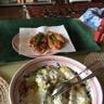 Poulet pané au parmesan pommes de terre au four et sauce à la ciboulette