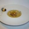 Ravioles de roquefort Papillon sur un velouté de moules de Bouchot crumble noisettes et grué de...