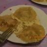 Ravioles de saumon fumé au caviar d'aubergine et noisettes grillées et sa crème de curry