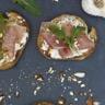 Recette des tartines au jambon de Bayonne amandes et roquette