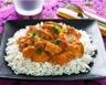 Riz blanc à la sauce au poulet et curry