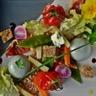 Roquefort Papillon en panna cotta et crumble salade mi-cuite mi-crue noix et jambon sec