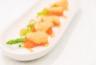 Roulade de saumon fumé aux asperges sauce au chèvre