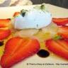 Saint-Jacques et fraises en carpaccio chantilly légère au roquefort