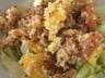 Salade au fromage frais et au saumon fumé agrémenté de noix