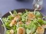 Salade aux noix de st jacques crevettes et raisins