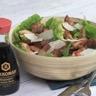 Salade Caesar au poulet grillé et vinaigrette à la sauce soja salée